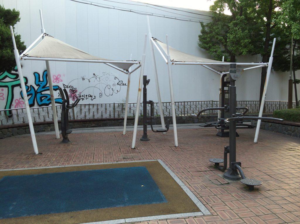 韓国ソウルの運動器具、公園