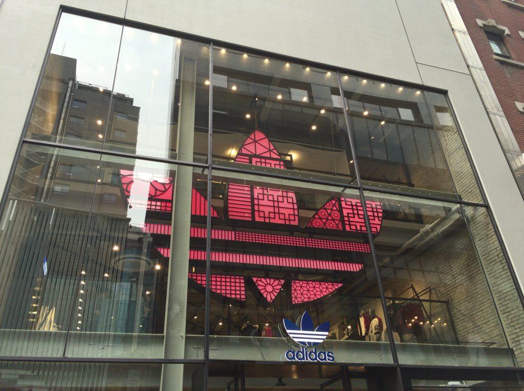 韓国ソウル明洞のアディダス(adidas)
